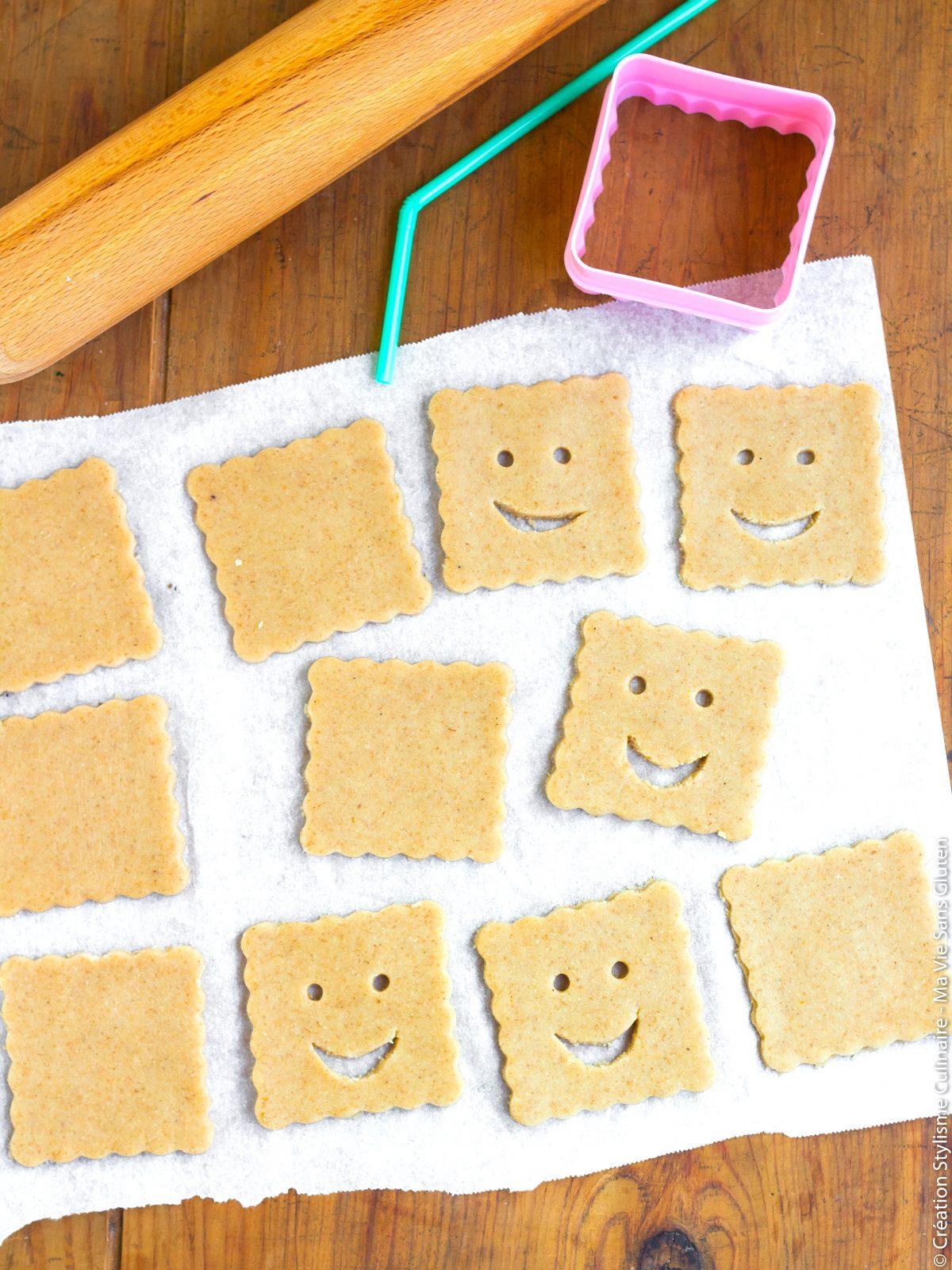 Découpe des biscuits fourrés sans gluten